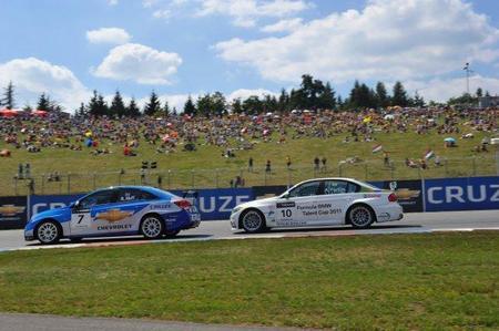 Los pilotos británicos de Chevrolet y BMW se reparten las victorias en el circuito de Brno