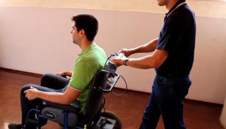 Este manillar táctil pretende llevar sensaciones de conducción analógicas a sillas asistidas