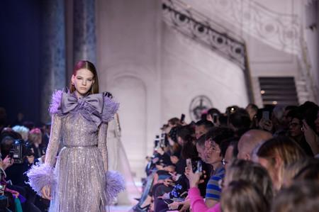 Elie Saab nos invita a soñar en un mundo de delicadeza y fantasía con su colección Alta Costura Primavera-Verano 2018