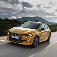 Los coches más vendidos en 2021: el Peugeot 208 adelanta al SEAT León y al Dacia Sandero, que se hunden en marzo