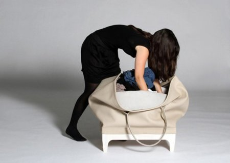 Un mueble con forma de bolso