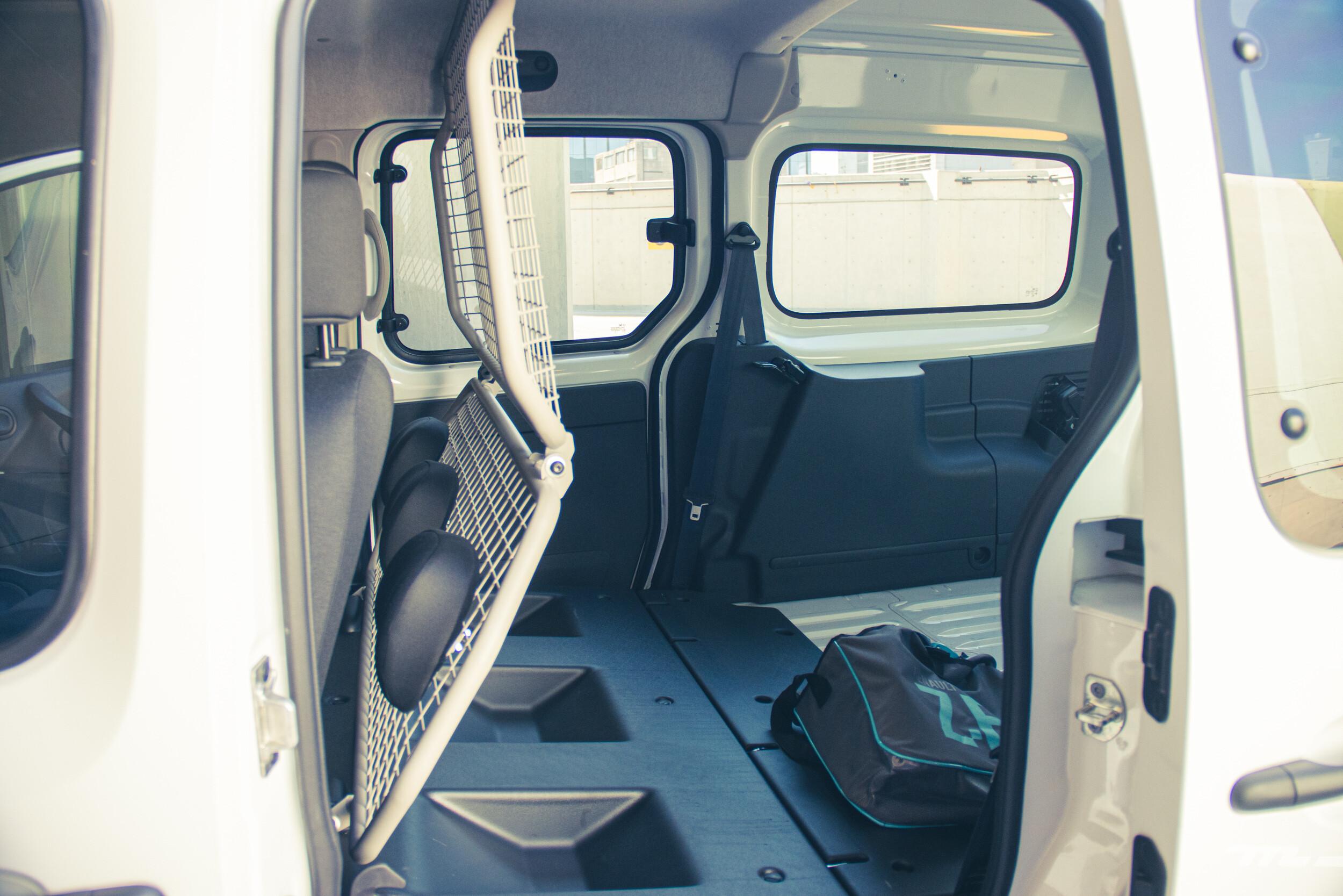 Foto de Renault Kango Z.E. Maxi 5 pasajeros (27/29)