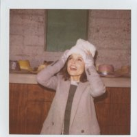 Elena Anaya pasa por la polaroid de Boy by Band of Outsiders