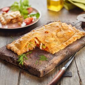 Empanada de bacalao con sofrito, jugosa y muy fácil de preparar