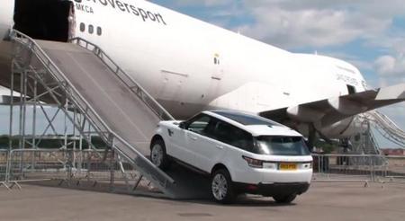 Range Rover convierte un Boeing 747 en el recreo del Range Rover Sport