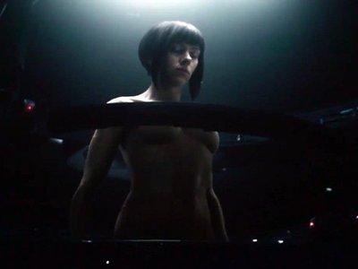'Ghost in the Shell' presenta su secuencia de créditos y el director defiende a Scarlett Johansson