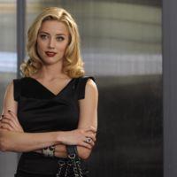 ¡Amber Heard pide una orden de alejamiento de Johnny Depp por violencia doméstica!