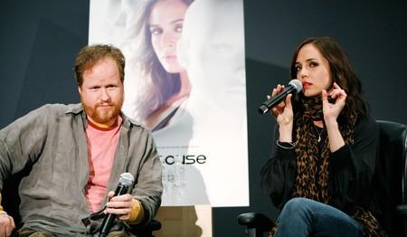 Joss Whedon y Eliza Dushku hablando de Dollhouse