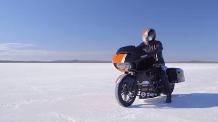 Pimienta, una Harley-Davidson bagger y su récord de velocidad