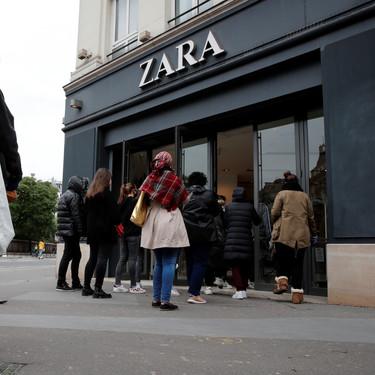La reapertura de Zara en Francia no cumple la normativa:  colas descomunales y sin distancia de seguridad