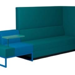 Foto 2 de 5 de la galería una-buena-idea-sofa-con-pequena-mesa-incluida en Decoesfera
