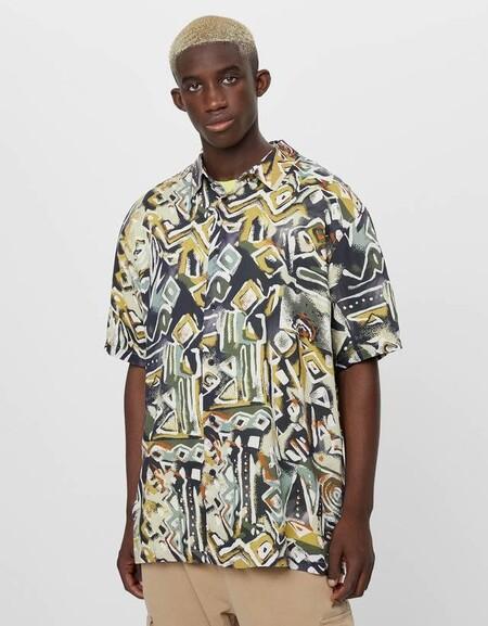 Bershka Tiene Las Camisas Perfectas Que Los Amantes Del Arte Abstracto Y La Moda Urbana Llevaran Todo El Verano