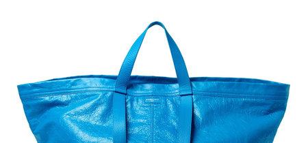 Balenciaga copia la bolsa azul de Ikea multiplicando su precio 3.400 veces