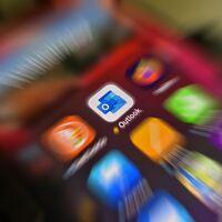 Outlook se prepara para recibir importantes mejoras en iOS y Android: llegan los comandos de voz, respuestas predefinidas y más