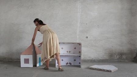Juega a hacer tus propios muebles con las piezas de cartón de Petar Zaharinov