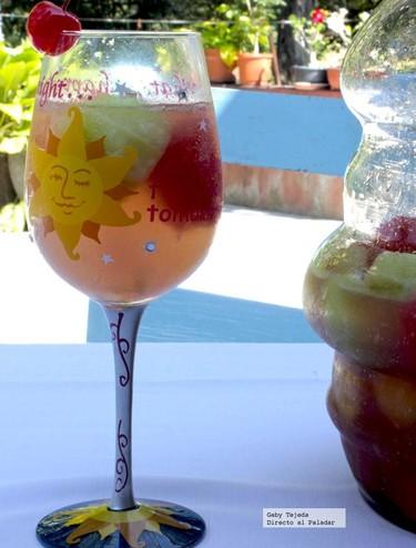 Receta. Cóctel Pulpalove festivo con frutas y Vodka