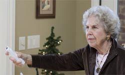 Anciana jugando a la Wii