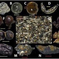 Estas esferas de vidrio encontradas en la arena de la playa son escombros atómicos de Hiroshima