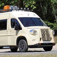 Esta furgoneta camper se llama WildCamp y es una conversión muy retro inspirada en la Citroën Type H