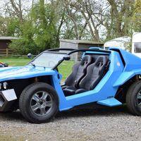 Este 'beach buggy' lo fabrica Noble y es en gran parte un Ford Mondeo Mk3