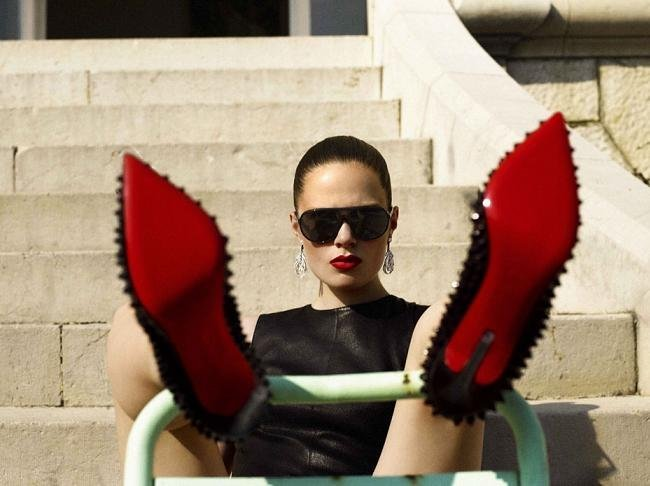 numero zapatos suela roja