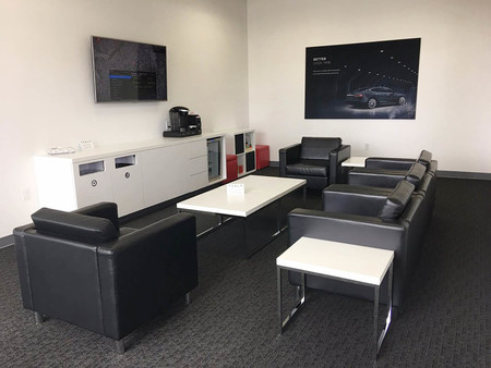 Lounge Tesla Service Center