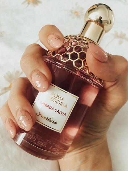 El verano requiere cambio de perfume y Aqua Allegoria Granada Salvia de Guerlain es perfecto porque es súper fresquito y ligero