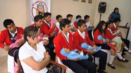 """""""No cambies tu mochila por un bebé"""", campaña para prevenir el embarazo adolescente"""