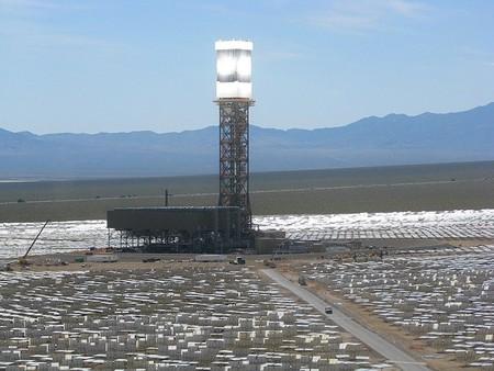 La planta solar Ivanpah comienza a alimentar de energía a los EEUU