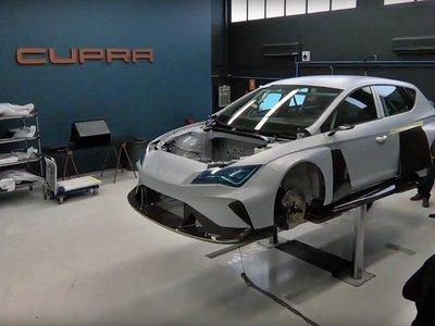 Así se construye el CUPRA e-Racer, el coche de carreras eléctrico español con 6.072 pilas