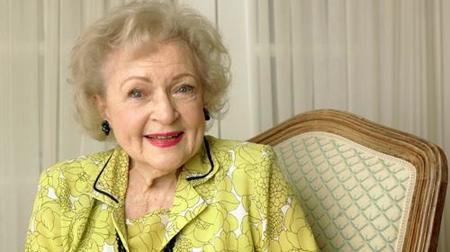 Betty White presentará 'Saturday Night Live'