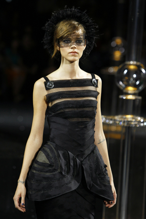 Foto de Todas las imágenes de Chanel Alta Costura Otoño-Invierno 2011/2012 (9/22)