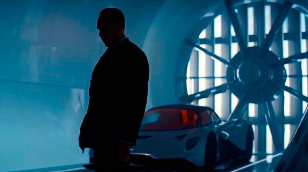 'No time to die': el James Bond más trepidante viene con el Aston Martin Valhalla, el Land Rover Defender y más coches alucinantes