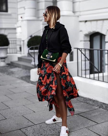 Esta falda floral de Zara promete ser la próxima prenda viral de la marca (¡corre que se agota!)
