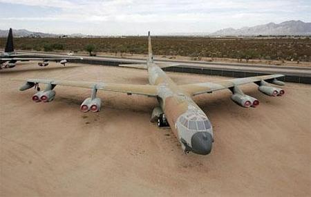 Visita el cementerio de aviones militares de Tucson
