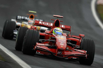 Pole para Massa y problemas para Alonso