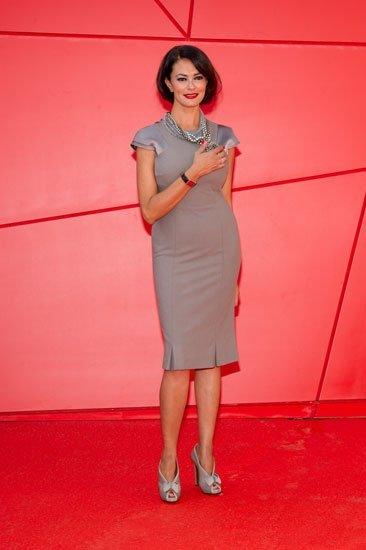 Maria Grazia Cucinotta con el reloj 'Reverso para Emergencia' en el Festival de Cine de Venecia 2011