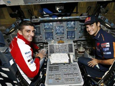 Dani Pedrosa y Andrea Iannone se dan un paseo por la NASA
