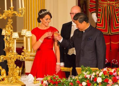 Kate Middleton se convierte en Caperucita Roja para asistir a su primera cena de estado