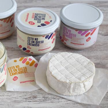 """""""Esto no es un queso"""": probamos Mommus, los sustitutos veganos españoles que sí saben a queso y son saludables"""