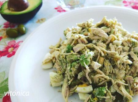 Ensalada keto de pollo y aguacate