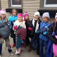 """Estos chicos han sembrado la ciudad con ropa de invierno para ayudar a los """"sin techo"""""""