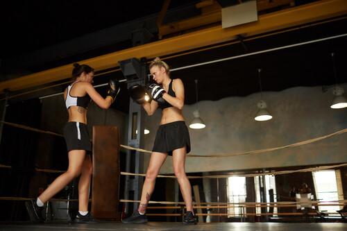 Una rutina de entrenamiento en casa y sin material para complementar tus clases de boxeo