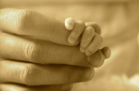 Cuidados del recién nacido: cómo cortar las uñas al bebé