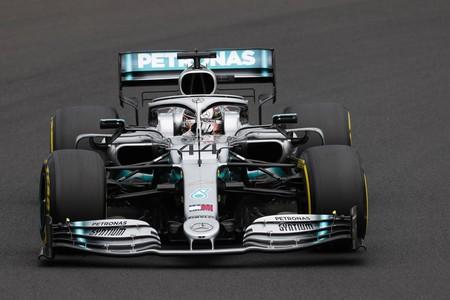 La estrategia de Mercedes le da la victoria a Lewis Hamilton ante un corajudo Max Verstappen