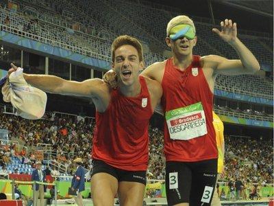 """""""Unomásuno 1+1=1"""": la historia del atleta invidente Gerard Descarrega y su guía Marcos Blanquiño"""