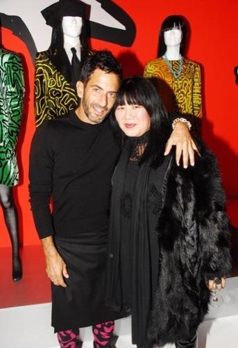 Marc Jacobs y Anna Sui en la fiesta de Louis Vuitton a Stephen Sprouse en el SoHo