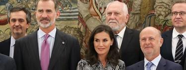 Sigue la obsesión de la Reina Letizia por el print de serpiente