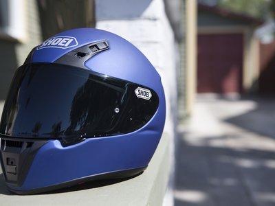 El nuevo casco de acceso de Shoei se llama RYD y vale 399 euros. Conócelo en vídeo y estas 40 fotos
