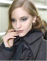 Uñas y sombras a juego, la apuesta de Chanel para el próximo otoño - invierno 2011/2012